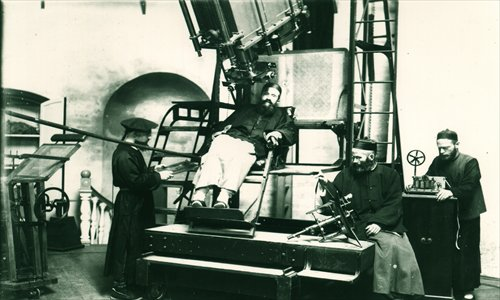 Stanislas Chevalier (center), the first director of Sheshan Observatory, at work Photos: Courtesy of Lin Qing