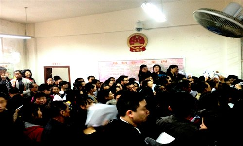 Throngs of rural residents gather for a divorce paper at a marriage registration hall in Yunyan district, Guiyang, Guizhou Province on October 31. Photo: CFP