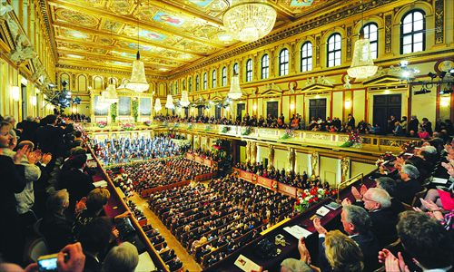 The audience applauds the Vienna Philharmonic Orchestra in the <em>Musikverein</em>, Vienna, Austria, January 1, 2012. Photo: CFP