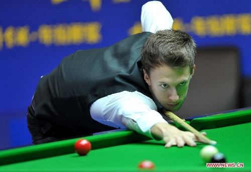 Judd Trump of England competes during the quarter-final against Matthew Stevens of Wales at the Haikou World Open snooker tournament in Haikou, capital of south China's Hainan Province, March 1, 2013. Matthew Stevens won 5-3. (Xinhua/Guo Cheng)
