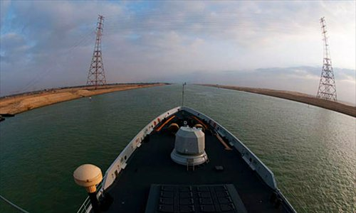 "China's visiting naval convoy, comprised of warships ""Qingdao"", ""Yantai"" and ""Weishan Lake"" of the nation's 11th naval convoy, enters the Suez Canal under the guidance of Egyptian ship navigators on the morning of July 27. Photo: cnr.cn"