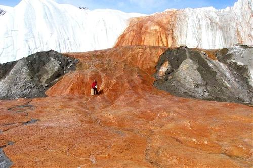 Bloodfalls, McMurdo Dry Valleys,the Antarctic (Source: www.huanqiu.com)