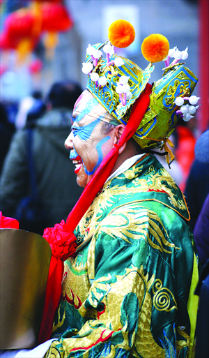6. A Quanjude employee dressed in traditional garb lures in customers at Qianmen. 