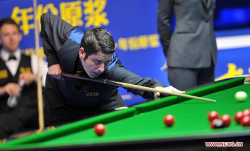 Matthew Stevens of Wales competes during the quarter-final against Judd Trump of England at the Haikou World Open snooker tournament in Haikou, capital of south China's Hainan Province, March 1, 2013. Matthew Stevens won 5-3. (Xinhua/Guo Cheng)