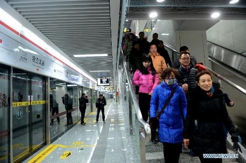 Stanice čínského metra v Zhengzhou v první den provozu.