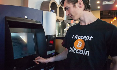 A man uses a Bitcoin ATM at Waves Coffee House in Vancouver on October 29. Photos: CFP