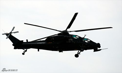 WZ-10 attack helicopter flies during its first practice run in Zhuhai, Guangdong province on November 11. The Chinese-designed helicopter will appear at the Zhuhai Air Show from November 13 to 18. Photo: sina.com