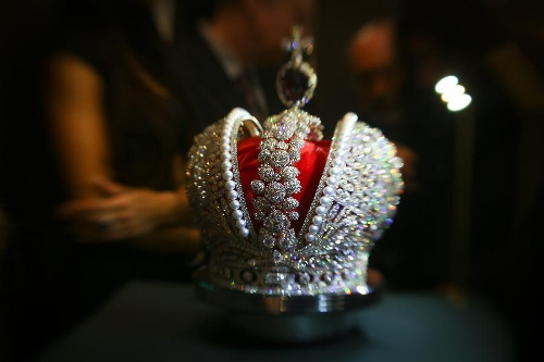 Imitation of the crown of Russian Empress Catherine II mounted with 110,000 diamonds is unveiled at the International Jewellery Exhibition in St. Peterburg, Russia, on Feb. 6, 2013. (Xinhua/Zmeyev)