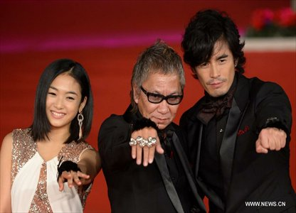 Japanese director Takashi Miike (C), actors Hideaki Ito (R) and Erina Mizuno pose on the red carpet of the 7th Rome Film Festival in Rome, Italy, Nov. 9, 2012. The 7th Rome Film Festival opened here late Friday. Photo: Xinhua