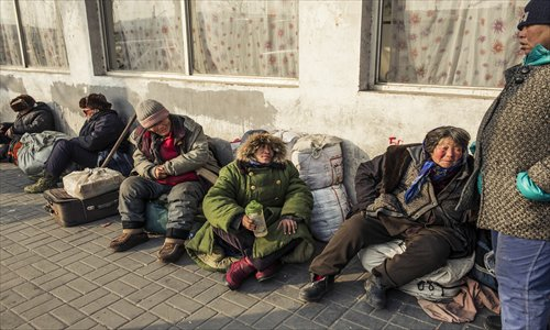 Homeless petitioners sit near the Yongdingmen Long-distance Bus Station in southern Beijing on Monday. Photo: Li Hao/GT