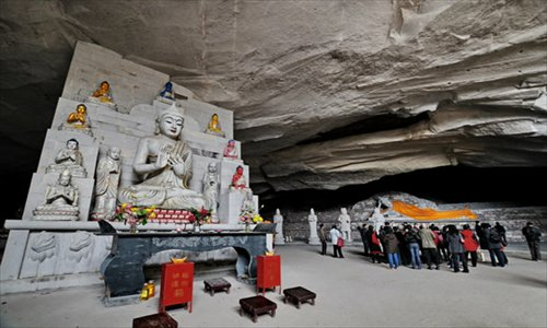 Inset: Statues of Buddhas at the Ci'en Temple in East China's Zhejiang Province Photo: courtesy of the Ci'en Temple
