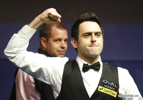 Ronnie O'Sullivan (R) of England celebrates claiming the title of the 2013 World Snooker Championship at the Crucible Theatre in Sheffield, Britain, May 6, 2013. Ronnie O'Sullivan sealed his fifth world title by defeating Barry Hawkins of England with 18-12 in the final. (Xinhua/Wang Lili)