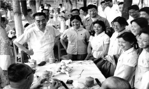 Yang Yongqing (second from left) escorted then premier Zhou Enlai when he visited Shihezi in July 1965.