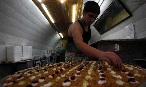 A Palestinian sweet-maker prepares sweets consumed during Ramadan in the West Bank city of Nablus, on July 20, 2012. Muslims worldwide Friday started to observe Ramadan, the Islamic month of fasting. During Ramadan, Muslims refrain from food and drink from dawn to dust, which is a very important religious practice in Islam. Photo: Xinhua
