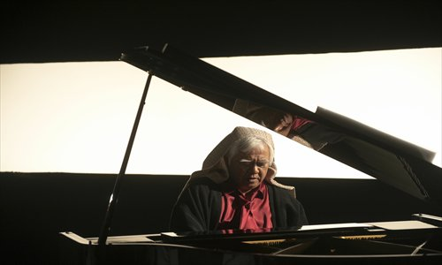 The white-haired musician Hu Te-fu performs to an audience to promote his latest album. Photo: Courtesy of Hu Te-fu