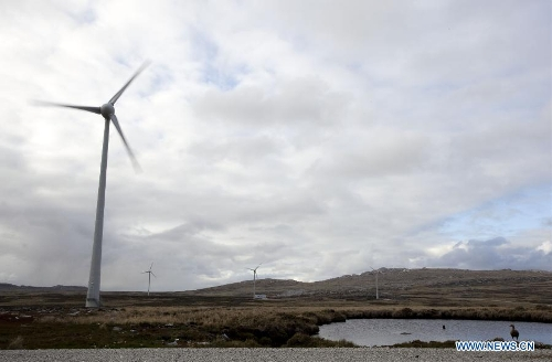 Photo taken on March 13, 2013 shows the general view of mills 44 meters high at the wind farm in the Sand Bay wind farm zone in Puerto Argentino (Port Stanley), on the Malvinas Islands (Falkland Islands). The Malvinas Islands have a wind farm with 6 mills generating 33 percent of the electricity consumed by the residents. (Xinhua/Martin Zabala)