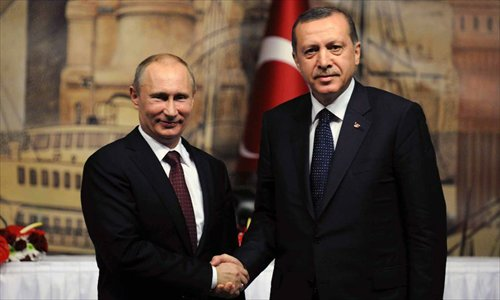 Turkish Prime Minister Recep Tayyip Erdogan (R) shakes hands with visiting Russian President Vladimir Putin after a joint press conference in Istanbul, Turkey, on December 3, 2012. Putin said here on Monday that Russia is not an advocate of the Syrian government. Photo: Xinhua