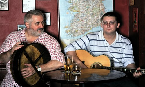 Paul Curran (left) and Allan Cowell sing for their supper. Photo: Courtesy of Robert Cassidy