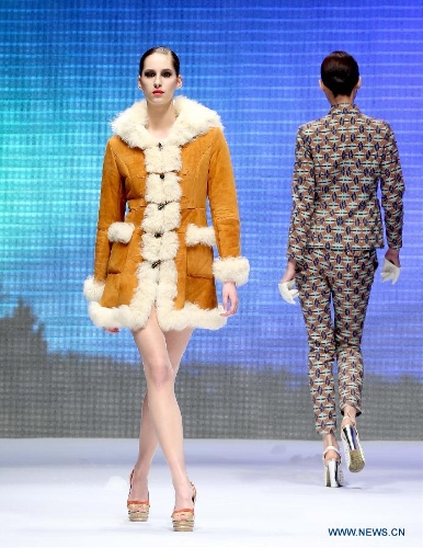 Models present creations by fashion designer Yuan Bing during the VISCAP Yuan Bing Collection at the 2013 China Fashion Week in Beijing, capital of China, March 26, 2013. (Xinhua/Chen Jianli)