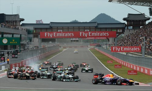 Sebastian Vettel of Germany (bottom right) leads the pack at the start of the Korean Grand Prix on October 6. Photo: CFP