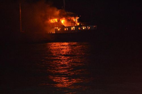 Photo taken on July 30, 2012 shows the fishing boat on fire in the sea area of Dongchongkou in Ningde, East China's Fujian Province. Seven fishermen in the boat were rescued. One of them suffering from severe fire burn was sent to hospital. Photo: Xinhua