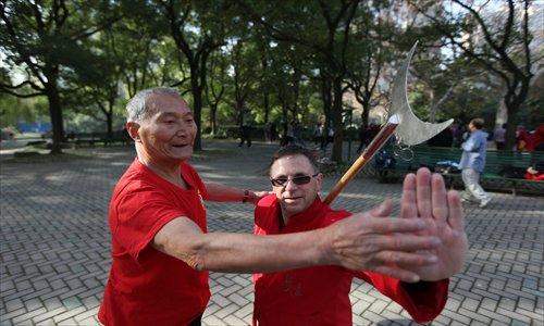 Pu teaches wushu to Shaun Hogan. Photo: Cai Xianmin/GT