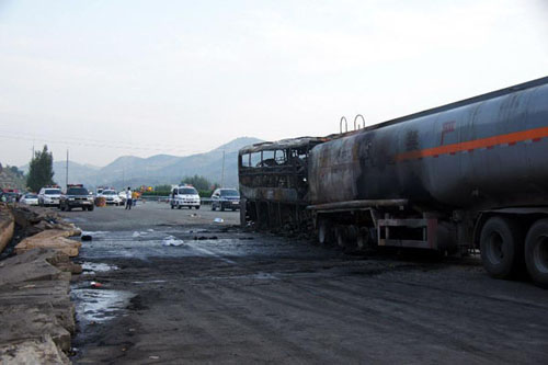 Photo taken on August 26, 2012 shows the accident site after a collision between a 39-seat bus and a methanol-loaded tanker occurred in Yan'an city, Northwest China's Shaanxi Province, August 26, 2012. The two vehicles caught fire after the collision in early Sunday morning, and at least 36 people were killed in the accident. Three people survived, but suffered injuries, said the local police. Photo: Xinhua