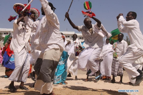 Somalians dance during a rally in Mogadishu, Somalia, on Jan. 21, 2013. Hundreds have rallied on Monday to mark the United State administration's recognition of the Somali government following a state visit by Somalia's leader to the U. S. last week.(Xinhua/Faisal Isse)