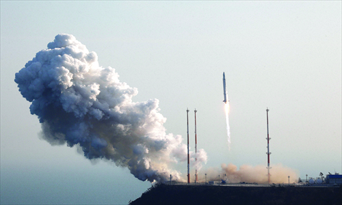 The Korea Space Launch Vehicle-I (KSLV-I) takes off from its launch pad at the Naro Space Center in Goheung, 350 kilometers south of Seoul on Wednesday. Photo: AFP / Korea Aerospace Research Institute