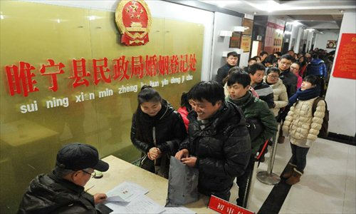 Couples wait in queue to register at the marriage registration office in Suining county, East China's Jiangsu Province, January 4, 2013. Many couples here flocked to tie the knot on January 4, 2013, or 2013/1/4, which sounds like