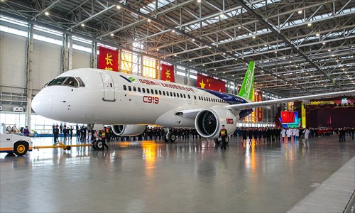 China's homegrown large passenger airliner makes debut ...