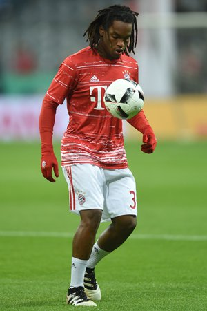 Bayern Munich's Renato Sanches controls the ball during the warm-up prior to their German Cup match against Augsburg on Wednesday in Munich, Germany. Photo: CFP