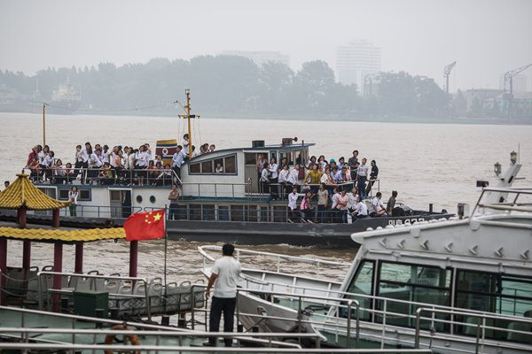 North Korean young people check out Dandong on a ship from the opposite North Korean town of Sinuiju on the Yalu River. Photo: Han Jiwei