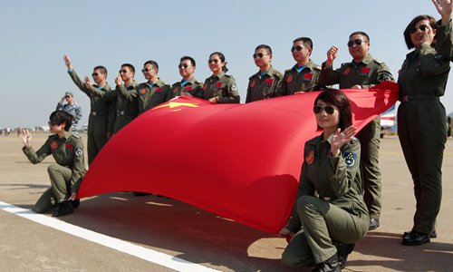 The Bayi team lines up after the show with a Chinese flag. Photo: Cui Meng/GT