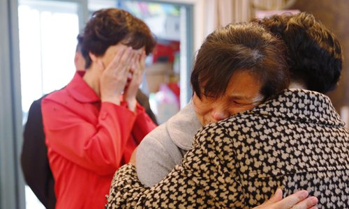 Wu Yan, who was abandoned by her family on a train 53 years ago, hugs her sister Yang Kailan at a family reunion on May 15 in Hefei, East China's Anhui Province.Photo: CFP