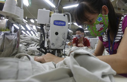 Laborers work at a garment factory in Vietnam's Bac Giang Province. Photo: CFP