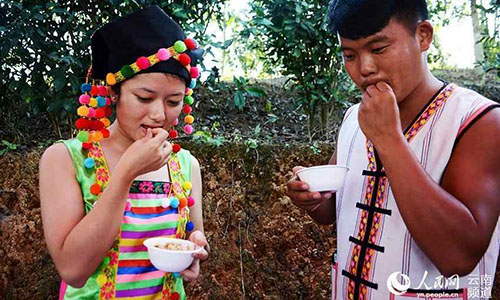 In many places in southwestern China's Yunnan province, it's not uncommon to manually peel coffee beans using one's mouth - a traditional, primitive way of preparing coffee beans. Coffee made from beans prepared this way is sometimes known as first kiss coffee. Photo: People.cn