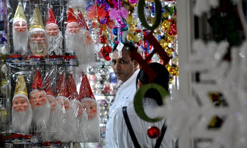 A foreign trader picks Christmas decorations at the Yiwu International Trade City in Yiwu, East China's Zhejiang Province. File photo: CFP