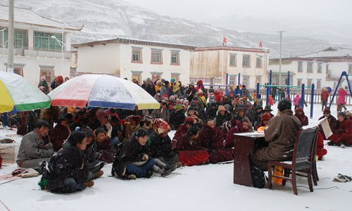 Jampa Chupal Sangpo gives a lecture to Tibetan residents about AIDS prevention. Photo: Courtesy of Jampa Chupal Sangpo