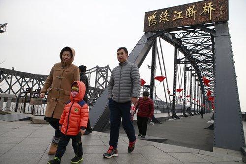A family exits the Dandong Broken Bridge Scenic Area on Sunday. Photo: Li Hao/ GT