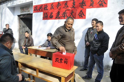 Villagers in Tancheng county, East China's Shandong Province cast their votes for the village committee.Photo: CFP