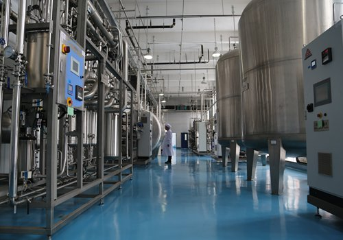 An employee at GenSci checks out machines designed to purify water for pharmaceutical production purposes on Monday in Changchun, capital of Northeast China's Jilin Province. Photo: Chen Qingqing/GT