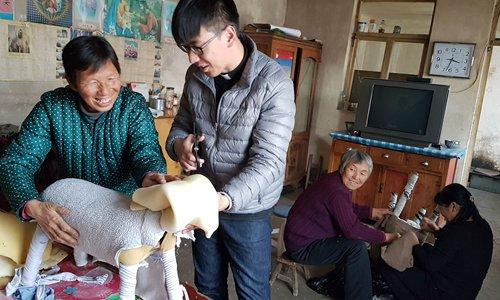 Father Han helps villager Li Linxiang make a sheep for the Nativity Scene. Photos: Zhang Haoran