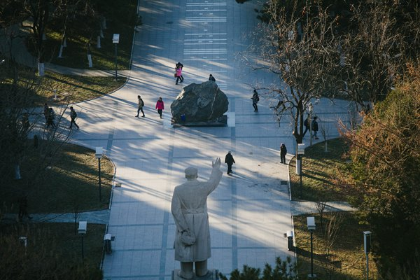 Mao waves to passersby at the Beijing University of Posts and Telecommunications. Photo: Li Hao/GT