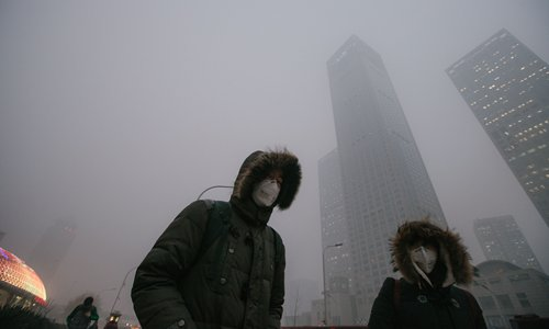 As the choking smog in Beijing causes health problems, both mentally and physically, many highly educated employees and entrepreneurs are leaving the city, resulting in economic and talent loss. Photo: Li Hao/GT