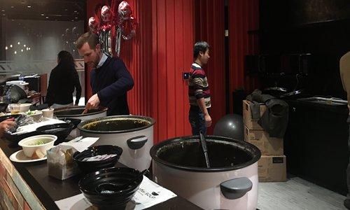 Wellstead preparing soup. Photos: Qi Xijia/GT