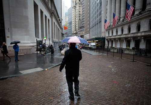 A pedestrian walks in front of the New York Stock Exchange in New York on January 17. Photo: CFP