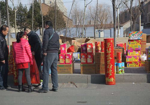 Residents purchase fireworks in Binzhou, East China's Shandong Province, on January 27. Photo: CFP