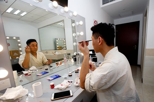 Yu Hui, like most traditional Chinese opera artists, does his own make up.