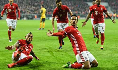 Thiago Alcantara of Bayern Munich celebrates with teammates after scoring a goal during their Champions League match against Arsenal at the Allianz Arena in Munich, Germany on Wednesday. Photo: IC